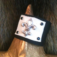 Black-and-White-Leather-Cuff-with-SIlver-Fleur-de-lis--